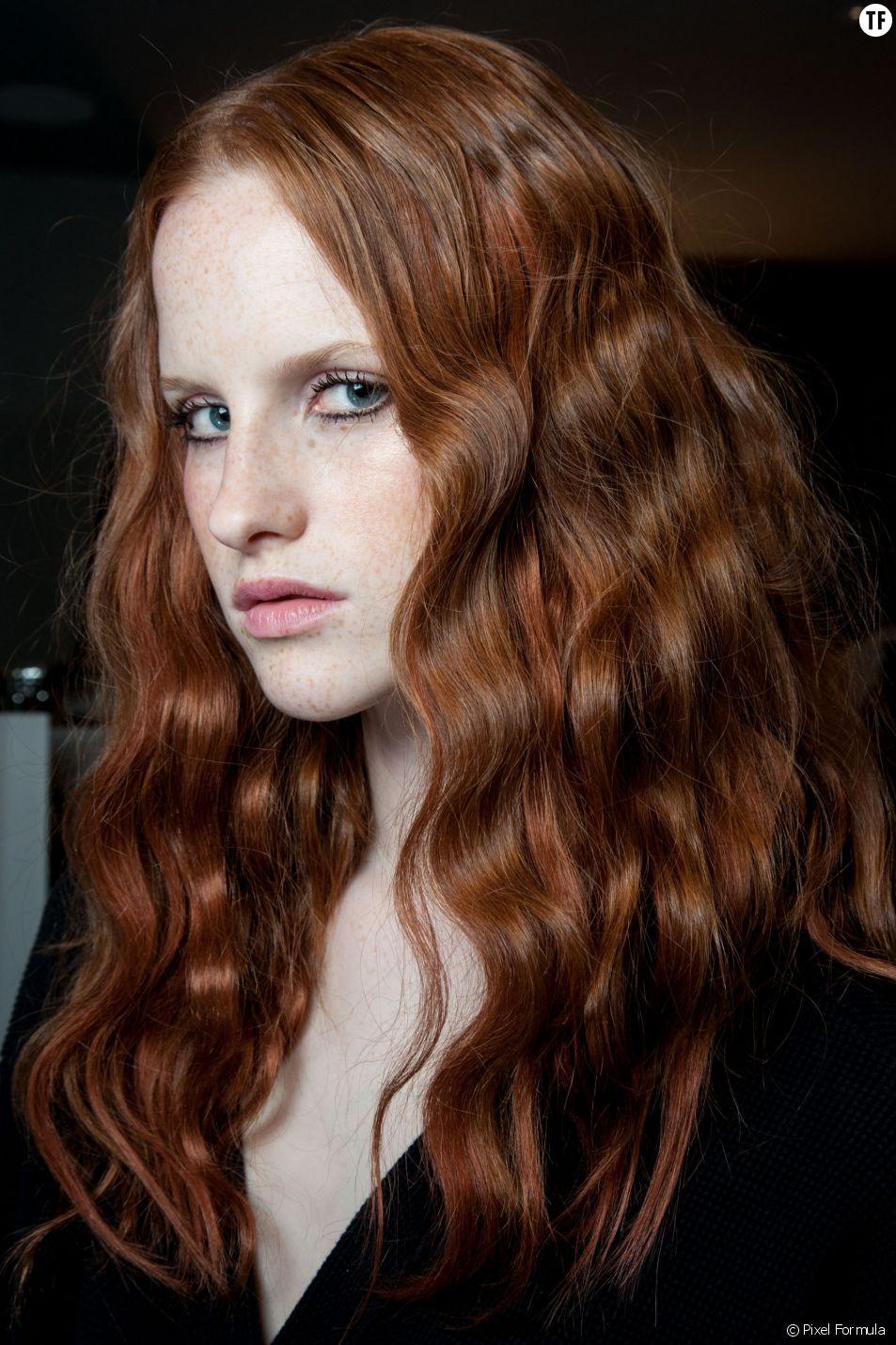 Ondulations naturelles  trois tutos pour des cheveux wavy.