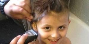 Une fillette de 6 ans se rase les cheveux et ses parents applaudissent