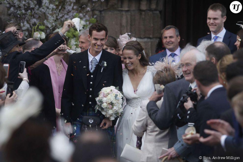 Andy Murray et sa femme Kim Sears à la sortie de leur mariage en Ecosse le 11 avril 2015.