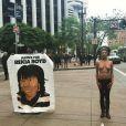Une manifestante seins nus à San Francisco.