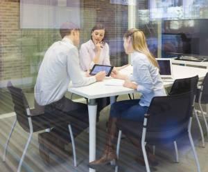 Réseaux professionnels : pourquoi les femmes en tissent moins que les hommes