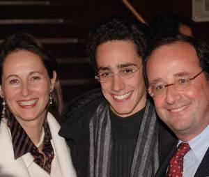 Ségolène Royal et François Hollande avec leur fils Thomas à Paris en 2005.