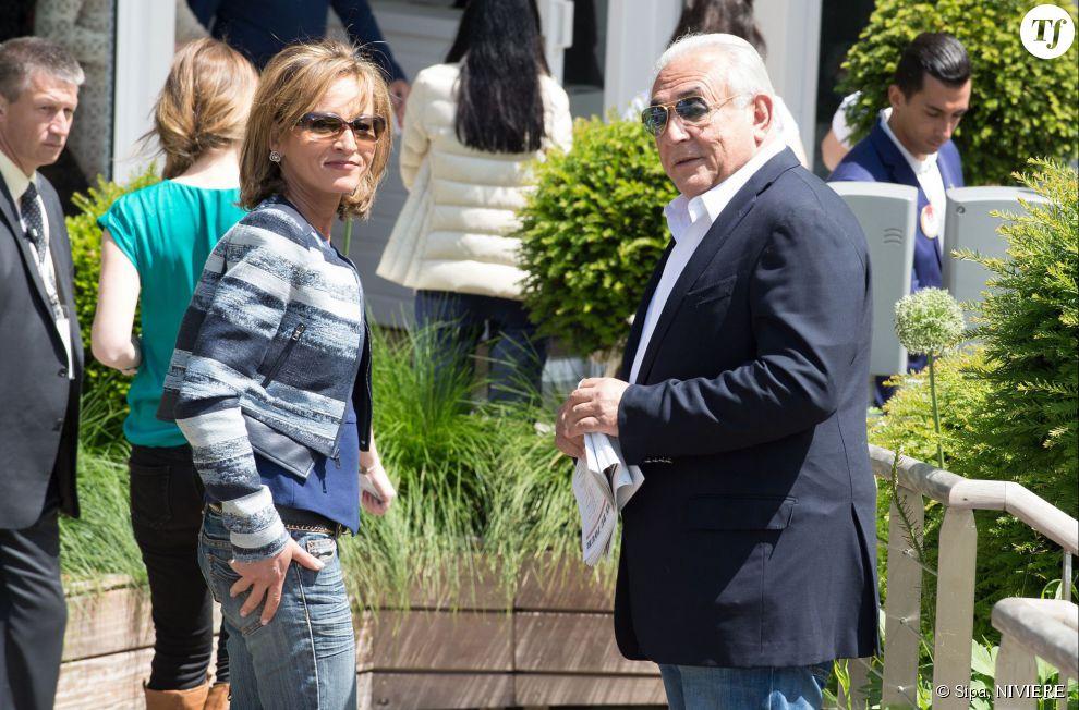 Myriam L'Aouffir et Dominique Strauss-Kahn au village de Roland-Garros le 29 mai 2015.