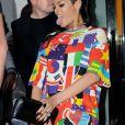 Septembre 2013 : Certes, on pourrait débattre sur l'imprimé du tshirt, mais la vrai folie de ce look c'est la coupe mullet qu'arbore la chanteuse. Une vraie provocation envers toutes notions de bon goût !