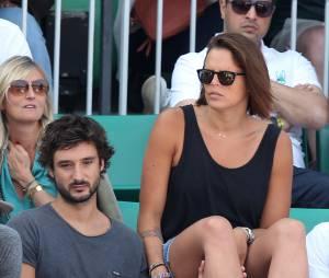Laure Manaudou et son compagnon Jérémy Frérot (du groupe Fréro Delavega) dans les tribunes lors de la finale des Internationaux de tennis de Roland-Garros à Paris, le 7 juin 2015.