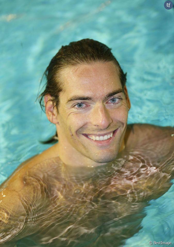 Camille lacourt lors du d fi de l 39 eau la piscine for Piscine de berre