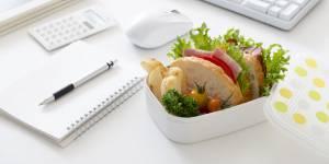 Déjeuner au boulot : pourquoi il faut réhabiliter le traditionnel repas entre midi et deux