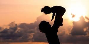 Travailler moins pour profiter plus : les pères de famille prêts à sacrifier leur salaire