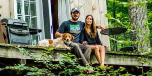 Habiter un chalet tout mignon dans les arbres : ce couple a réalisé son rêve