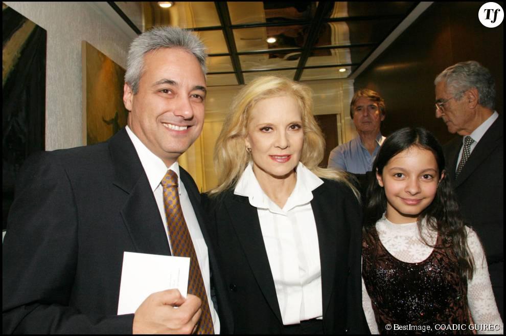 Sylvie vartan et sa fille adoptive darina aux c 244 t 233 s de l ambassadeur