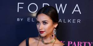 Pretty Little Liars saison 6 : Shay Mitchell (Emily) a rencontré l'amour de sa vie (photos)