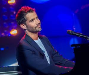 Emmanuel Moire - Concert anniversaire de la radio RFM pour ses 33 ans sur la scène des Folies Bergère à Paris le 16 juin 2014.