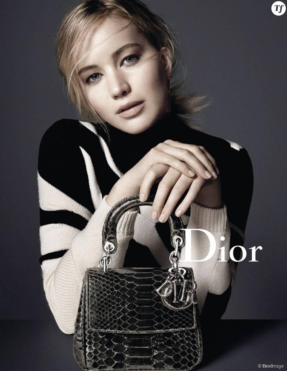 L'actrice Jennifer Lawrence pose pour une nouvelle campagne Dior à New York le 17 septembre 2015.