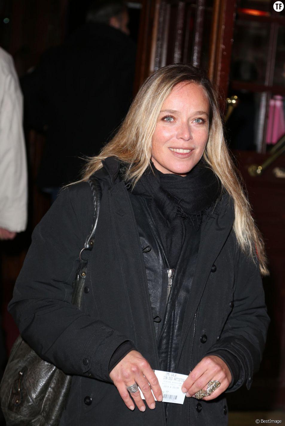 Marie Guillard arrive a la soiree du 52eme Gala de l'union des artistes au Cirque d'hiver a Paris le 18 Novembre 2013.