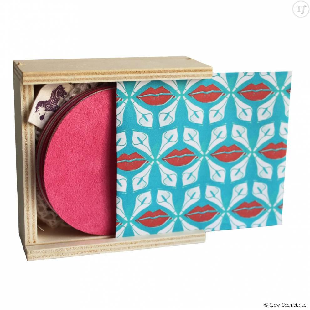Et ce n'est pas parce que c'est éthique, que le packaging se laisse aller. Pour commercialiser ses lingettes démaquillantes, la marque Lamazuna a donné un style glamour à son emballage !
