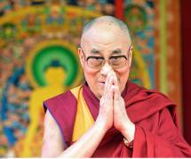 """Ma successeuse devra être belle sinon elle ne sert à rien"" : la sortie consternante du Dalaï lama"