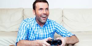 Il la lâche pour ses jeux vidéo ? Mauvaise idée...