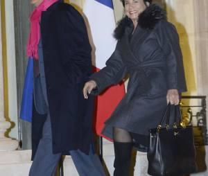 Pierre Nora et Anne Sinclair arrivent au Palais de l'Elysee a Paris le 9 decembre 2013. L'historien Pierre Nora a ete decore Grand officier de la Legion d'honneur par le president Francois Hollande.
