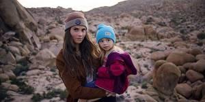 Born Wild Project : cette super maman explore la nature avec sa fille sur le dos