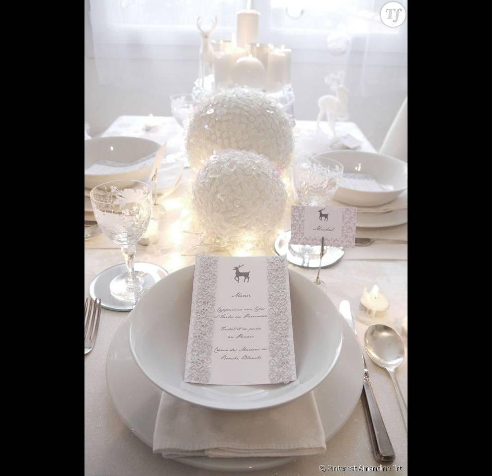 15 Jolies Idées Déco De Noël Pour La Table Et La Maison. Simple Et épuré,  Cu0026#039;est Le Combo Gagnant Pour Une Déco De