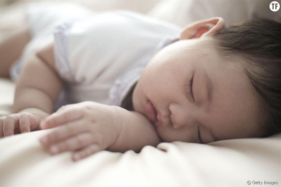 Comment surveiller un bébé qui dort avec un smartphone