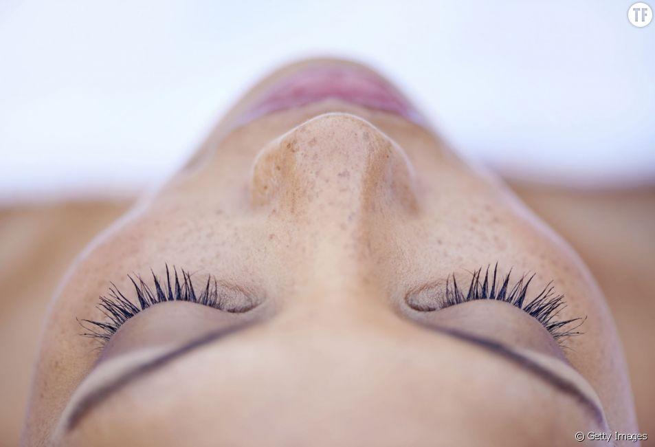 Etes-vous sur d'appliquer votre crème contour des yeux au bon moment?