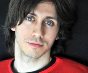 """""""Un jeune homme superflu"""" : rencontre avec Romain Monnery, écrivain cool et pop"""