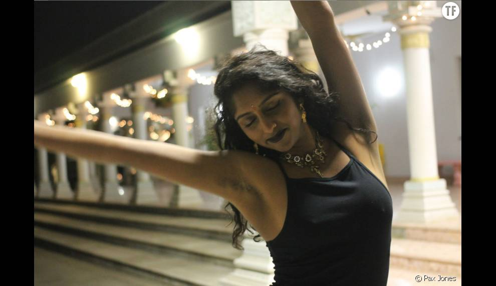 Une des soeurs Sri-lankaise photographiée dans le cadre de la campagne #UnfairAndLovely