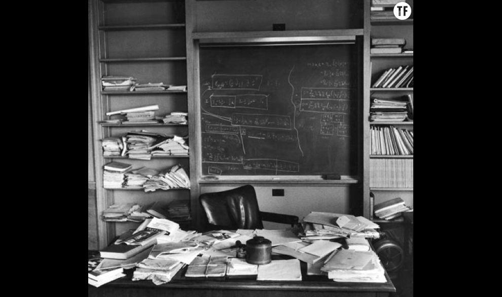 Le désordre encourage la créativité: le bureau d'Albert Einstein
