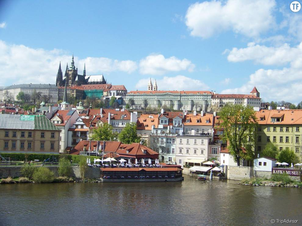 La romantique Prague se glisse à la 6ème position.