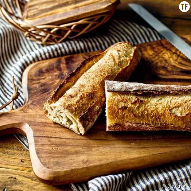 Le pain blanc a la même teneur en calories que le pain violet, mais ses propriétés nutritionnelles sont bien inférieures