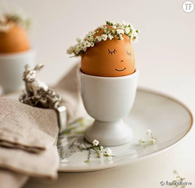 Des oeufs à couronne pour une jolie table de Pâques