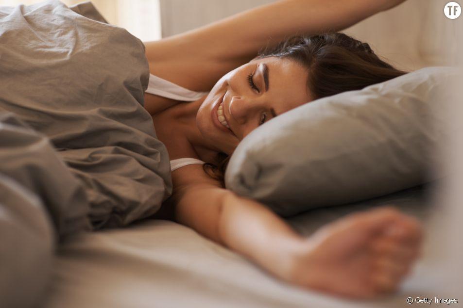 Voici pourquoi vous devriez dormir avec une taie d'oreiller en soie.