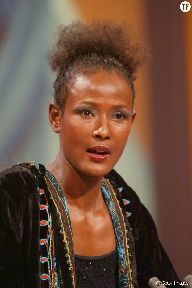 """Waris Dirie , ex-mannequin somalienne et victime d'excision à 5 ans, se bat activement contre les MGF. Son film """"Fleur du Désert"""" retrace son parcours et son combat contre cette pratique."""