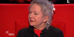 Le Divan de Marc-Olivier Fogiel : la styliste Agnès b. se confie sur France 3 Replay / Pluzz