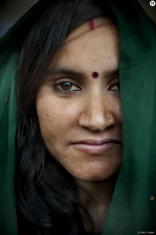 """Une mère porteuse indienne, dans une """"usine à bébé"""" à New Delhi, en Inde"""