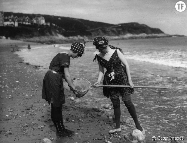 Des femmes en costumes de bain dans les années 1860