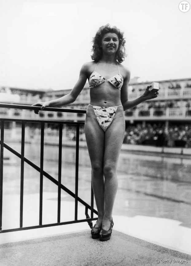 Michelle Bernardini porte le premier modèle de bikini en 1946