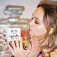 Lily-Rose Depp, la fille de Vanessa Paradis, ambassadrice de la marque Chanel, pose pour la nouvelle campagne Chanel N°5