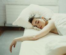 Voici la meilleure position pour dormir quand on a ses règles