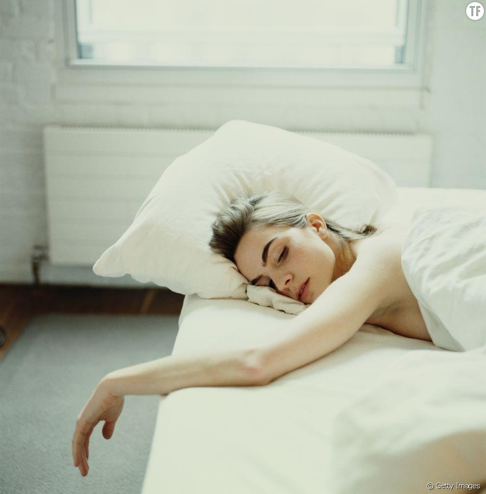 Quelle position adopter pour bien dormir lorsqu'on a ses règles ?