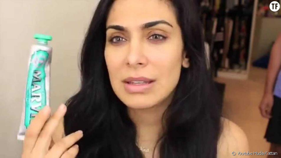 L'astuce de Huda Kattan pour enlever les points noirs avec du dentifrice
