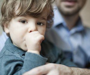 Votre enfant suce son pouce ? Tant mieux !