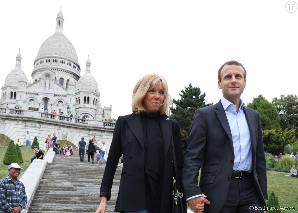 Emmanuel Macron et sa femme Brigitte Trogneux se promènent à Montmartre à Paris, le dimanche 4 septembre 2016