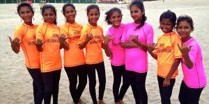 Surfer pour rester libre : l'incroyable histoire des petites rideuses du Bangladesh