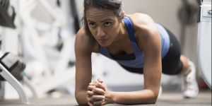 Tuto gym : 10 mouvements, 10 minutes et des abdos en béton