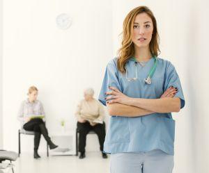 Voilà pourquoi votre médecin est (souvent) en retard