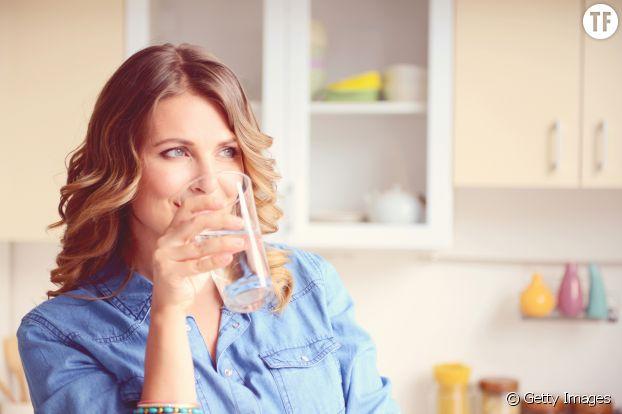 Boire de l'eau avant chaque repas : une astuce toute bête pour manger moins