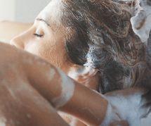 Pourquoi nous devrions ajouter une cuillère de sucre à notre shampoing