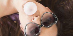 Pourquoi vous ne devriez jamais mâcher du chewing-gum avant l'amour
